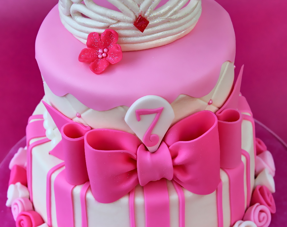 Cake With Fondant Ribbon : Cake Tutorial: Perfect Fondant Bow