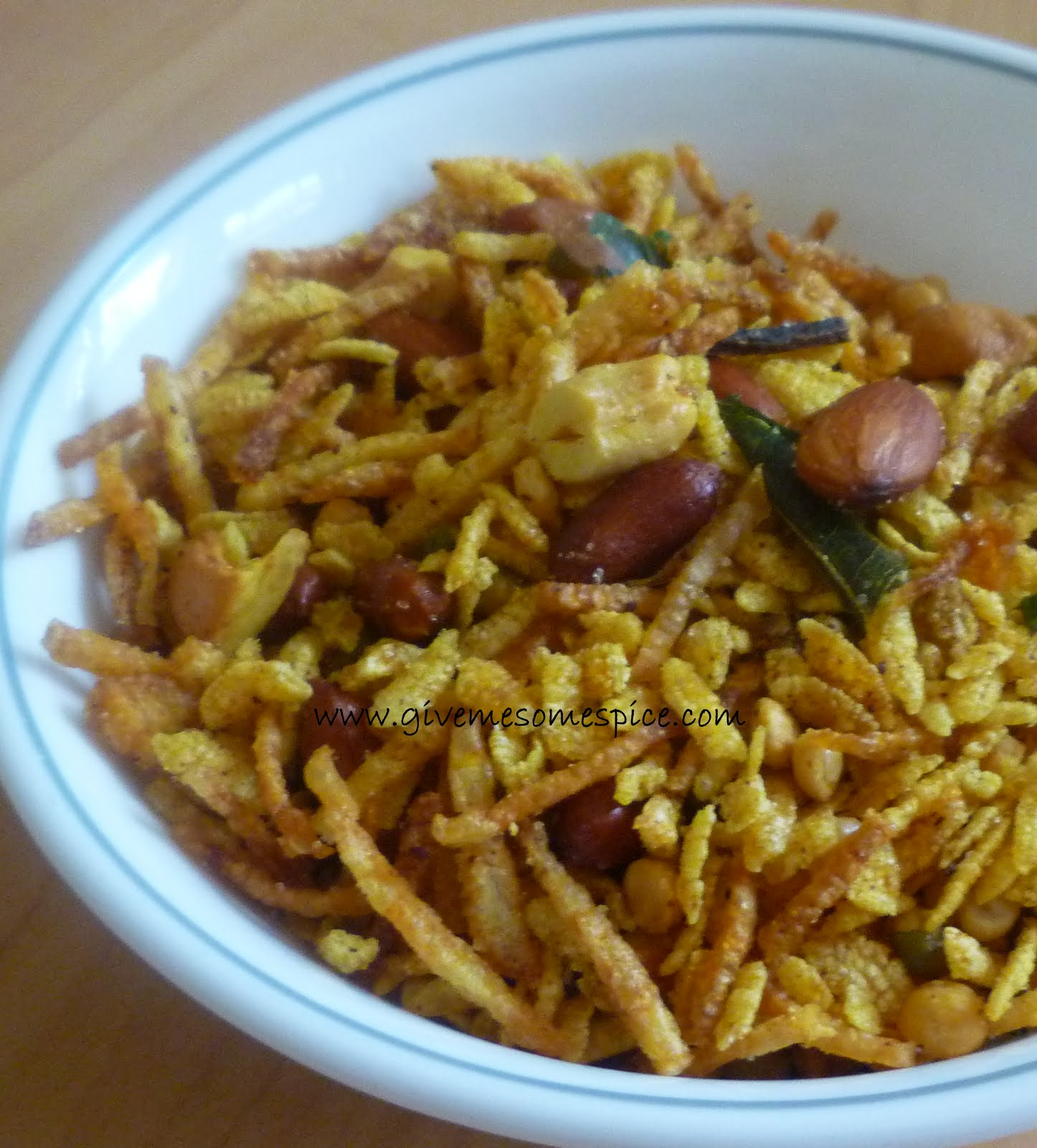 Authentic vegetarian recipes indian traditional food step by kenya chevdochewdo gujarat snack mix with rice flakes potato crisps lentils and nuts forumfinder Images