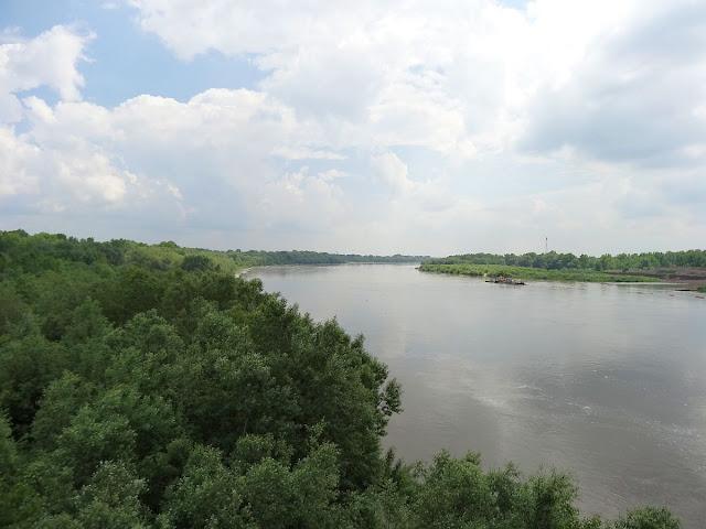 Wisła z mostu Siekierkowskiego w Warszawie
