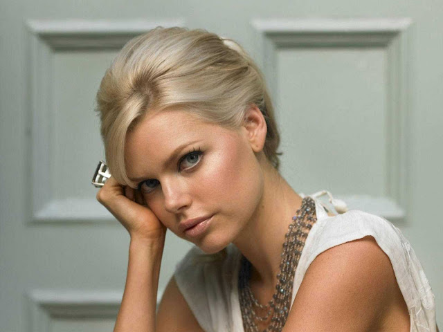 Sophie Monk have a beautiful face