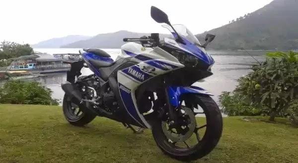 Foto Yamaha YZF-R25 di Danau Toba 2014 Spesifikasi Harga Terbaru Motor Sport