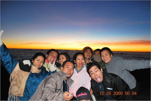 sunrise at Mt. Pulag , mt pulag ambangeg trail, mt pulag benguet, luzon highest peak, mt pulag easy trail, mt pulag sunrise