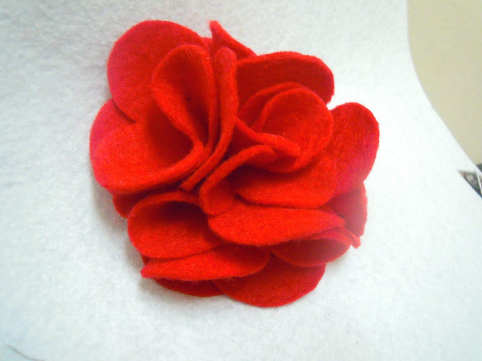 Ros merah felt ni nampak segar je kan