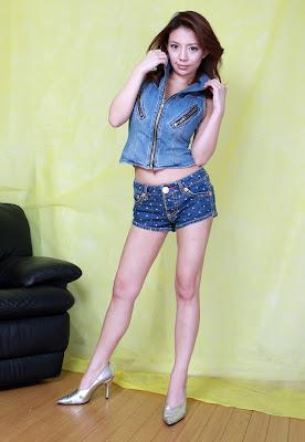 2 lesbian asian fuck at webcam 4