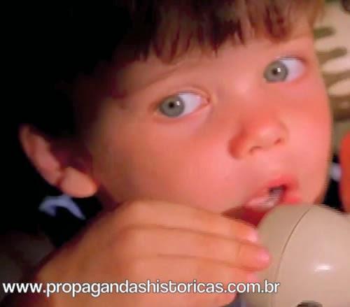 Propaganda do Biscoito Tostines sabor Cajuzinho. Propaganda Veiculada em 1998.