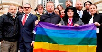 USR vrea să-l trimită în Parlamentul European pe homosexualul Adrian Coman, cunoscut activist LGBT