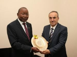Mozambican National Defense Minister Atanásio Salvador M'tumuke presented a gift from General Director of Turkish schools in Mozambique.
