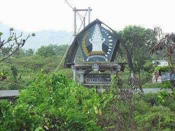 Lambang Kabupaten Tabanan di Pantai Yeh Leh