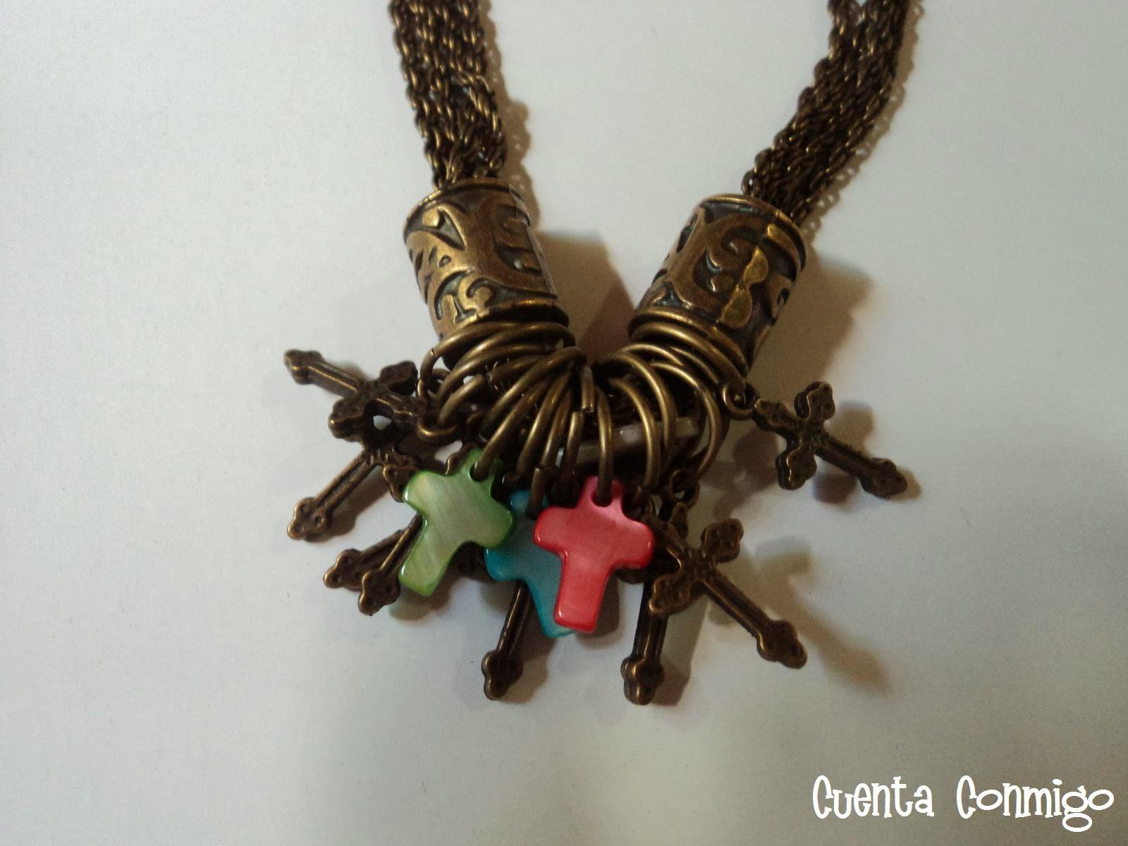 Collar multicadena con dijes cruces en nácar y bronce
