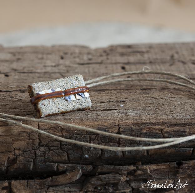 Segnalibro in corda, sabbia e frammenti di conchiglie