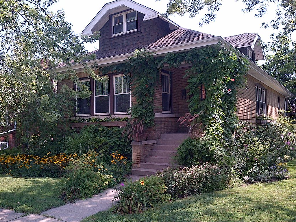 The chicago real estate local north park single family for Bungalow house chicago