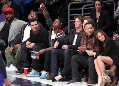 Imagen de Mack Maine, Drake, Lil Wayne y John Legend en el partido de las estrellas de la NBA 2011