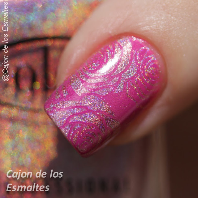 Color Club Miss Bliss  estampado con Mundo de Uñas Tutti