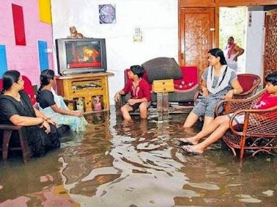 A chuva sobe, a rua inunda mas a novela não pode esperar