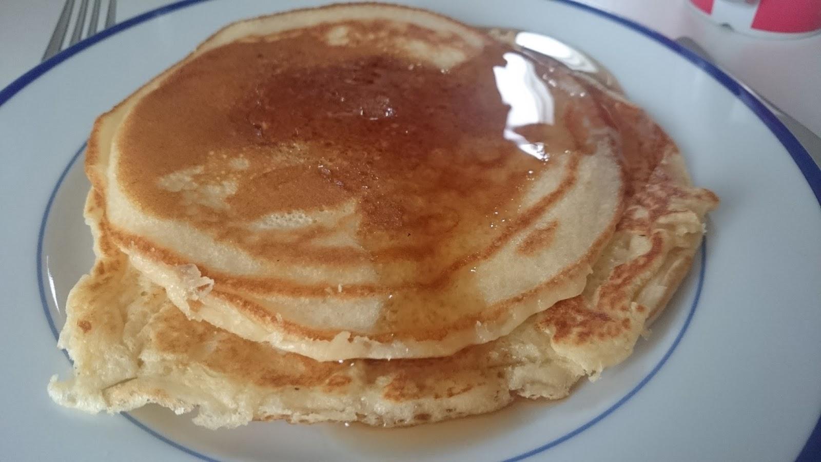 fluffige pancakes pfannkuchen mit buttermilch. Black Bedroom Furniture Sets. Home Design Ideas