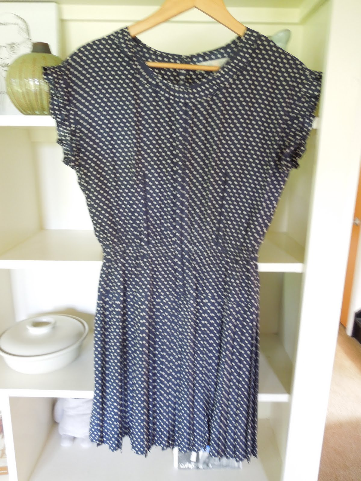 Size 6 white dress navy