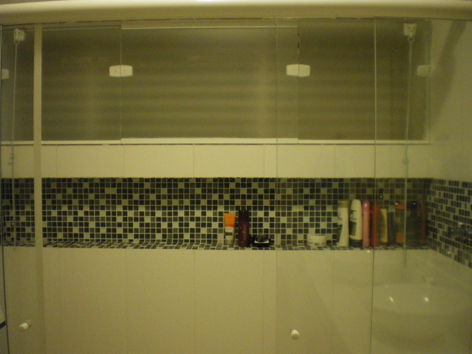 Nichos no Banheiro  Comprando Meu Apê  Comprando Meu Apê -> Banheiro Com Duas Faixas De Pastilha