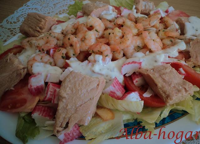 ensalada de lomos de bonito, gambas y salsa yogur alba hogar