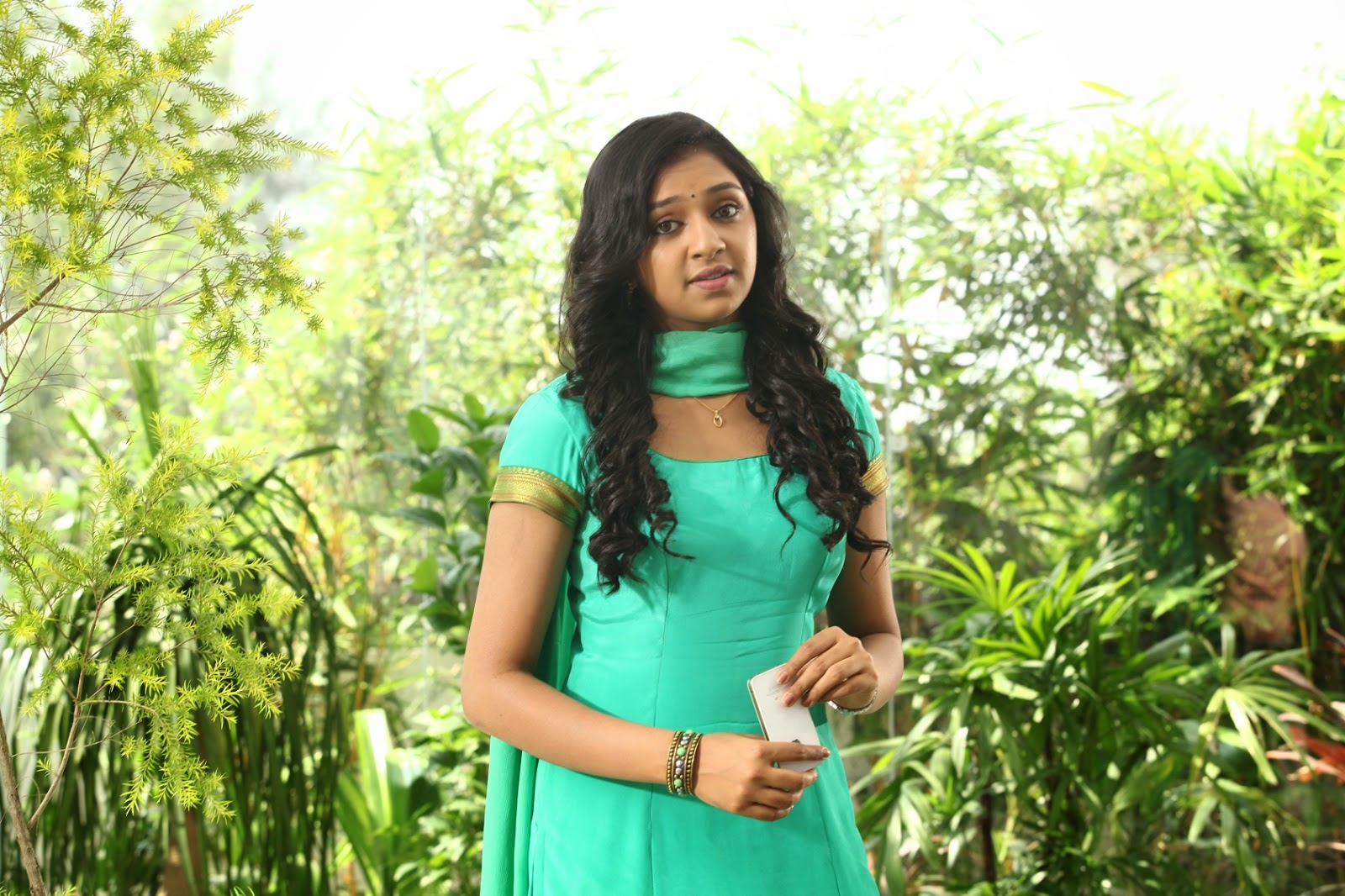 Naan Sigappu Manithan Heroine Stills