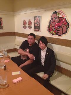 秋田新太郎氏と横綱曙さんのツーショット画像