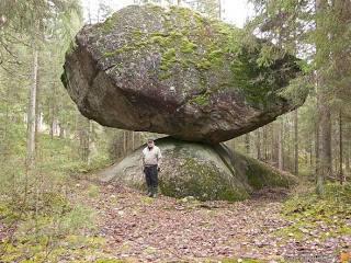 Rock strange - Kummakivi stone