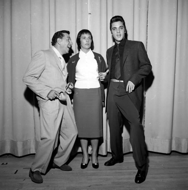 http://2.bp.blogspot.com/-OSICUK6ZgB4/UXowHipLm3I/AAAAAAAAo5Y/xtO6KZsJ6r8/s1600/Louis+Prima,+Keely+Smith+et+Elvis+Presley.jpg