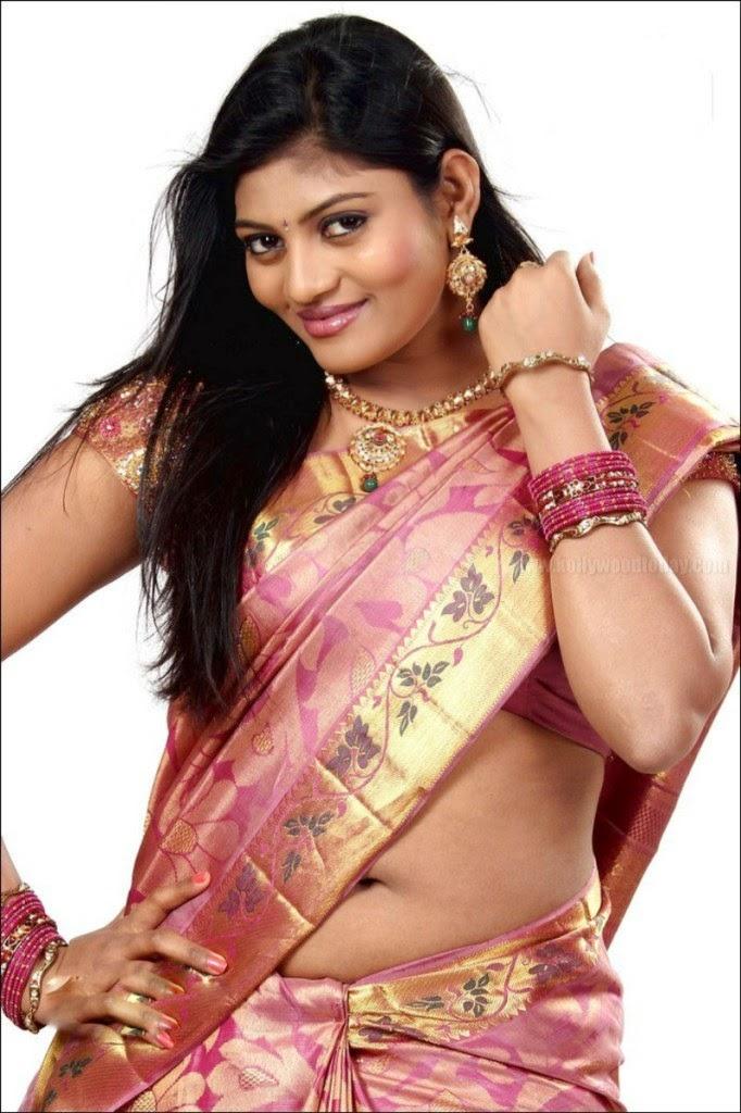 Tamil Actress Soumya Navel Show Sowmya Venugopal Red Saree