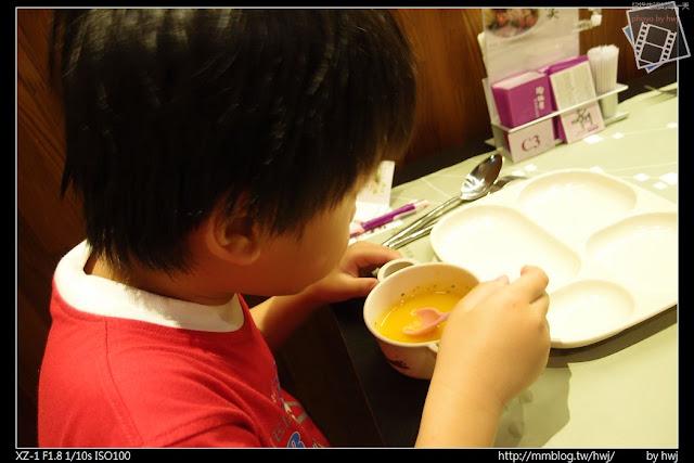 2013-05-09虎尾陶板屋 小朋友還有加送南瓜濃湯