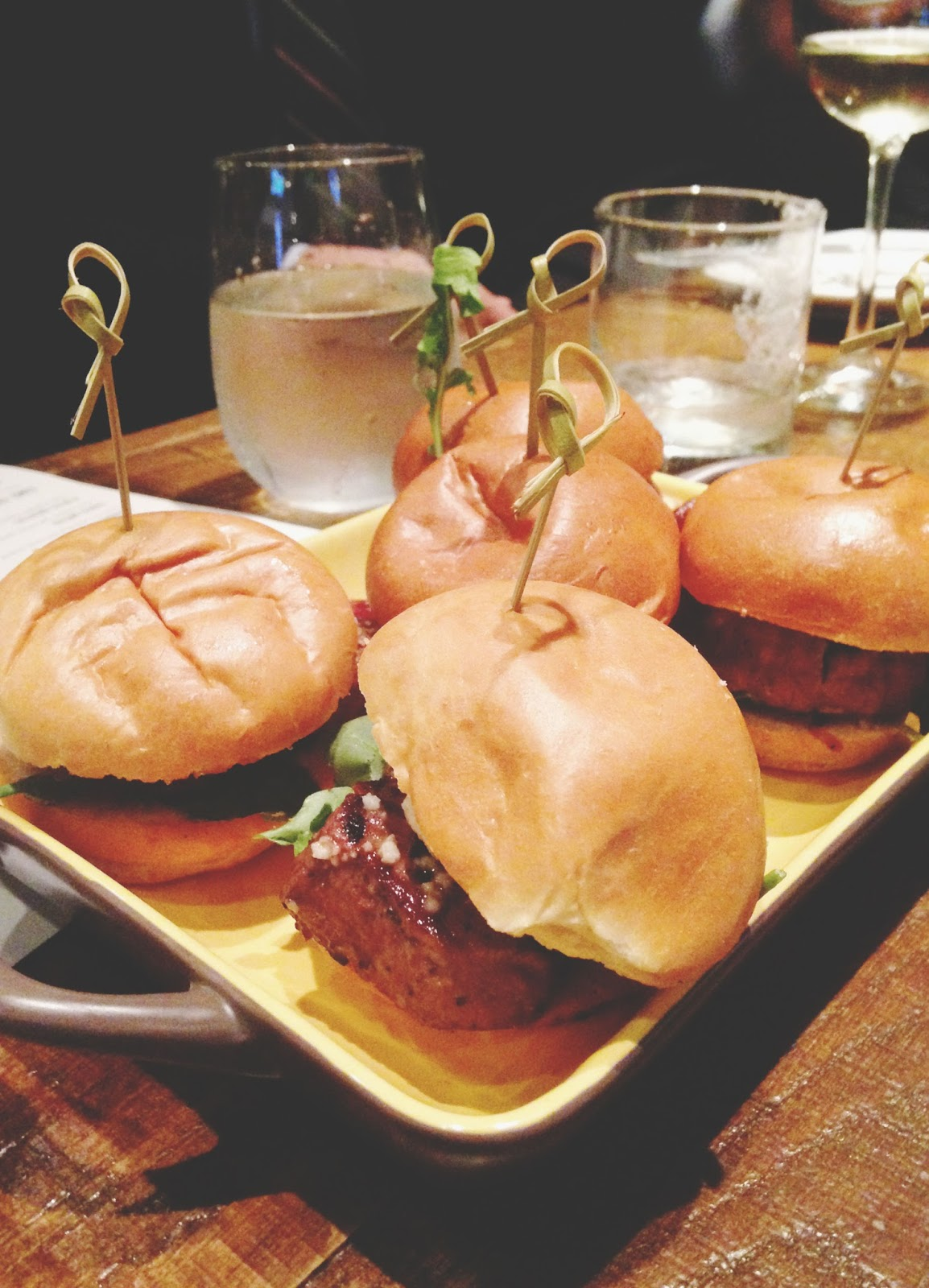 houston food drinks filet sliders tuck room restaurant 22