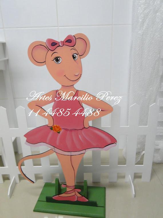 Display Angelina Ballerina Trio R$ 160,00 sendo 1 de chão e 2 de mesa
