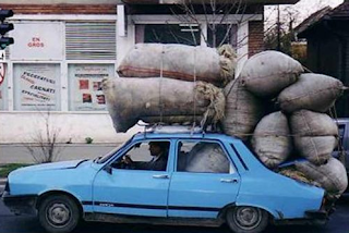 funny picture: loaded roof of the car