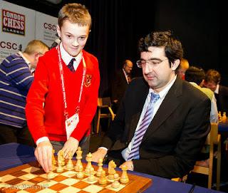 Echecs : Carton plein pour Vladimir Kramnik qui défait Peter Svidler et Jonathan Rowson lors de la 1e journée du Chess Sixteen de Londres © Ray Morris-Hill