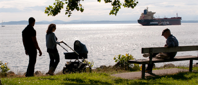 Waterfront+baby+carriage+700px.jpg