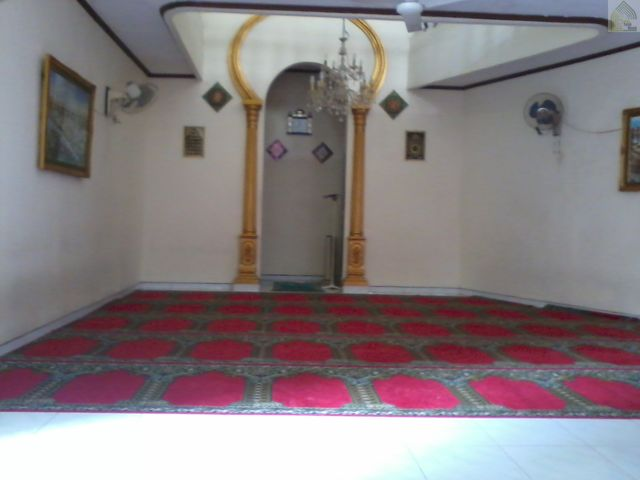 Bagian dalam Musholla Baitul Mu'minin tampak bersih dan nyaman