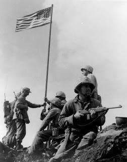Os Momentos mais importantes da Humanidade - Fotografias Marcantes.2 First_Iwo_Jima_Flag_Raising_SZ