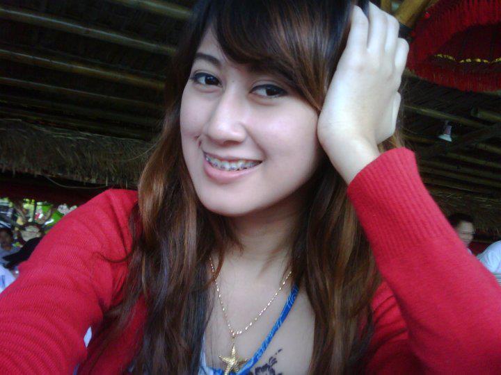 http://manjamaya.blogspot.com/2013/04/foto-dewasa-wanita-cantik-yang-berfose.html