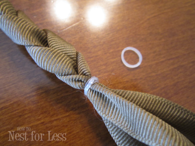 small elastic rubberbands.