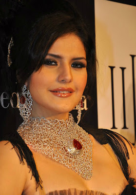 Zarine Khan Height and Weight and Age