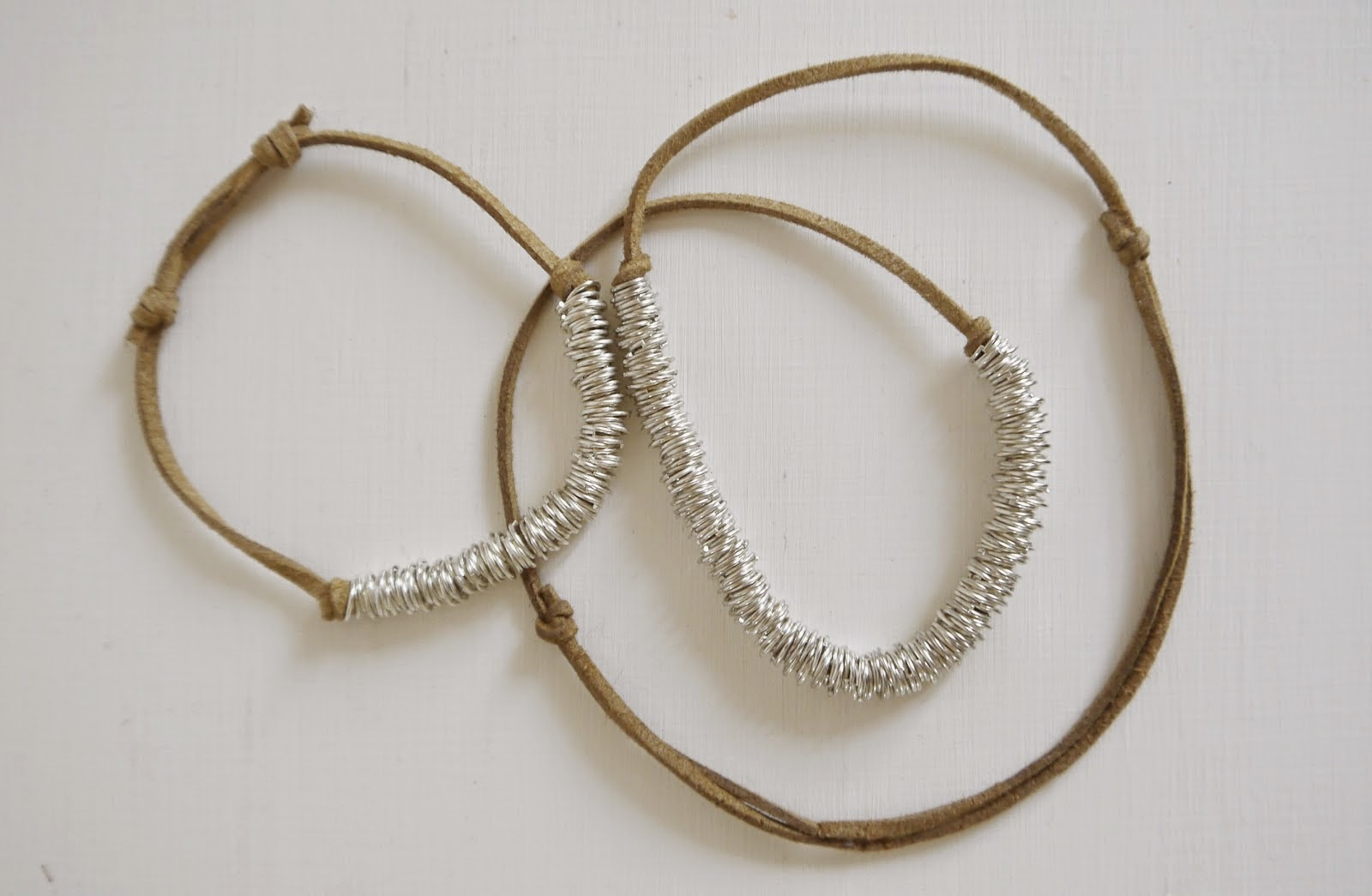 http://portialawrie.blogspot.co.uk/2014/08/diy-jump-ring-necklace-bracelet.html