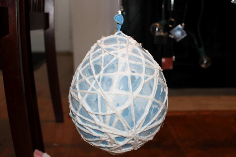 Savey Crafty: DIY String Lanterns