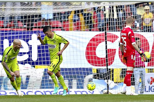 Oribe Peralta marcando doblete en la victoria del Club América 3-2 ante el León, en la jornada 1 del torneo Clausura 2015 del futbol mexicano Liga MX | Ximinia