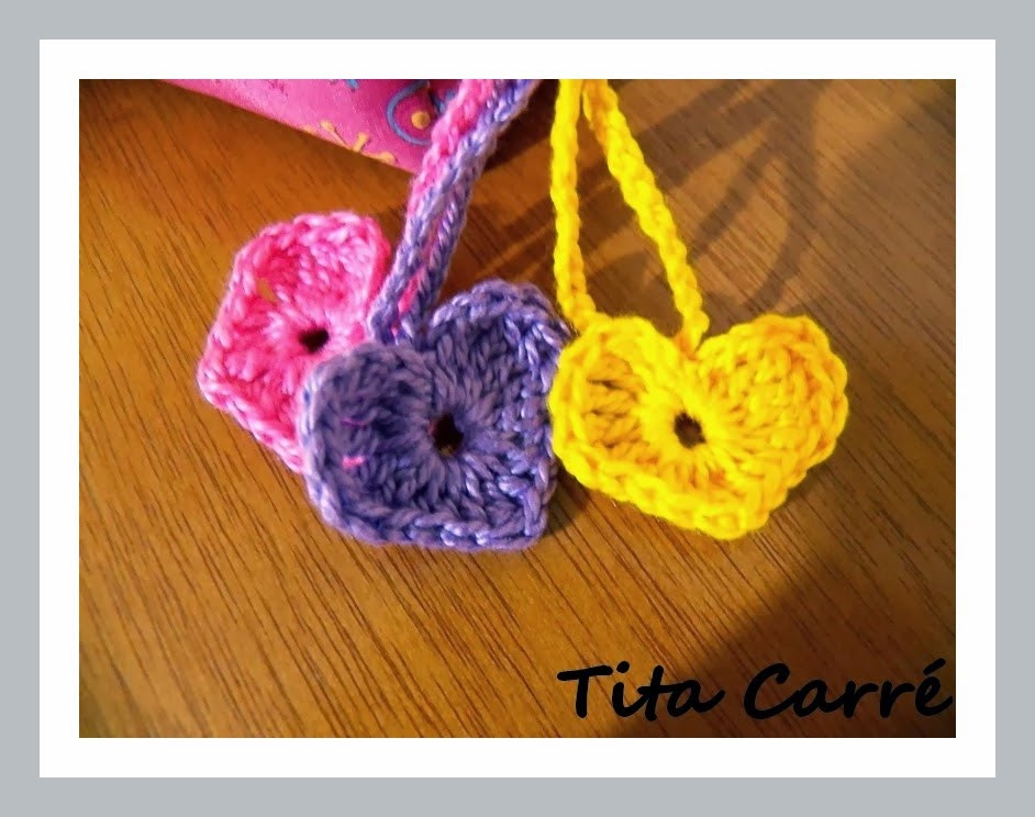 Corações Coloridos em Crochet para enfeitar o fecho do seu estojo