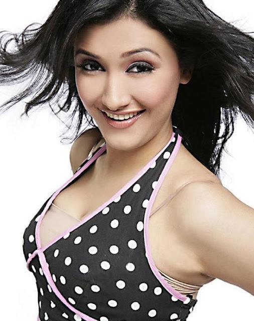 Ragini Khanna Heart Taking Smiling Look