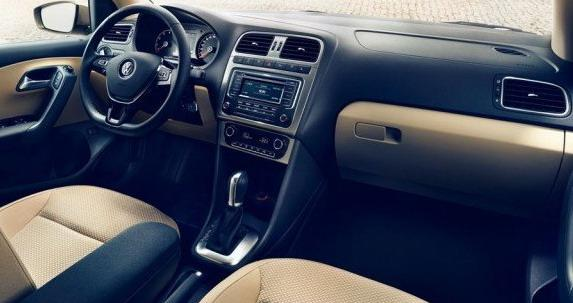 新型「Polo Sedan」のインパネ画像