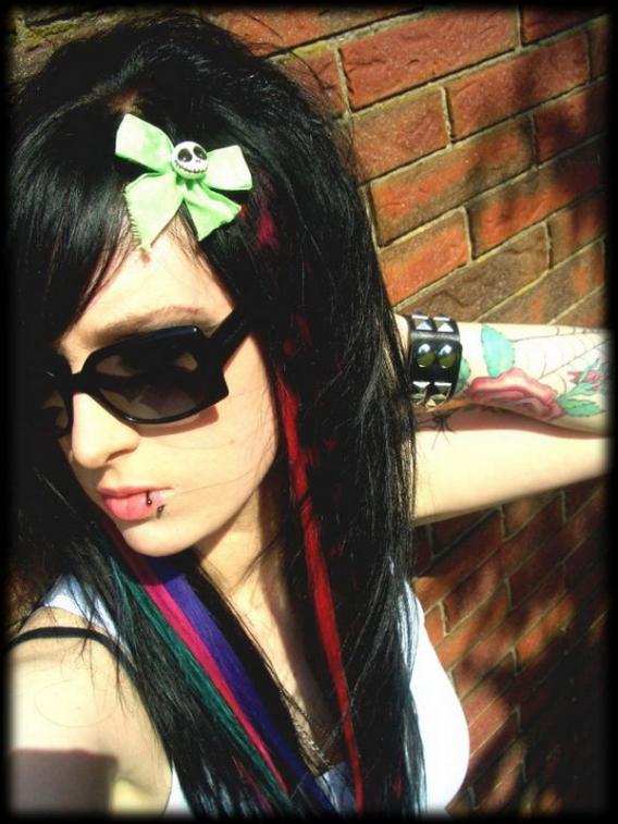 http://2.bp.blogspot.com/-OUjb8yrTRSY/TaQJS_taHuI/AAAAAAAAAJY/GWEEFPLKU2Y/s1600/cute-emo-girls.jpg