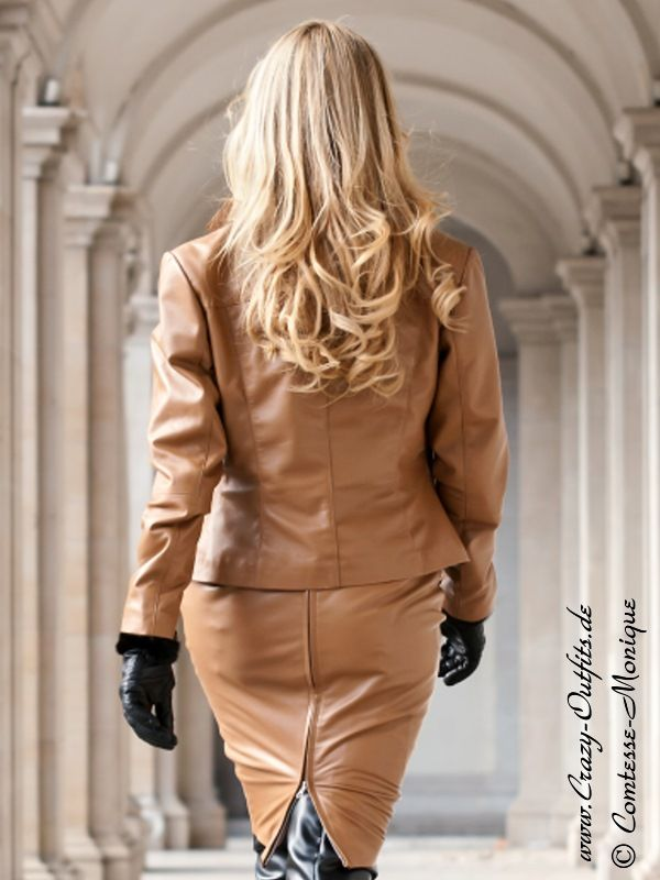 Comtesse Monique http://www.leatherleatherleather.com/2012/04/comtesse-monique-leather-5.html