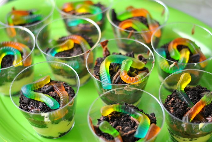 pudding dirt and worm cups