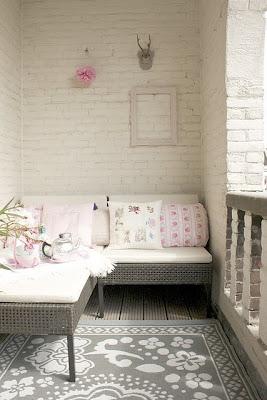 różowy balkon