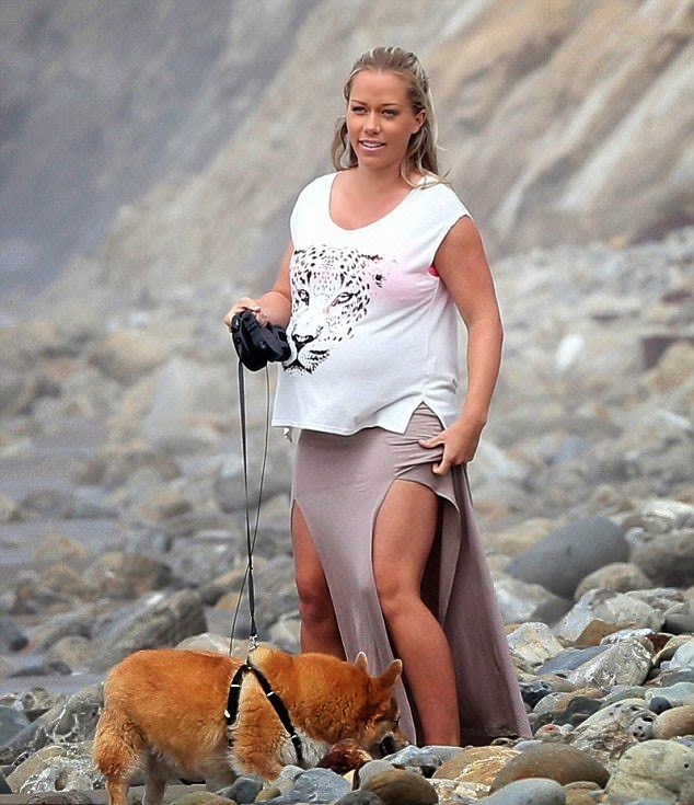 Kendra Wilkinson wears a Pink Bikini at California on Tuesday,‭ ‬April‭ ‬15,‭ ‬2014
