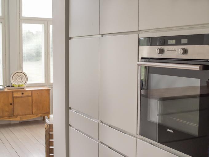 moderni vetimetön keittiö vanhassa talossa